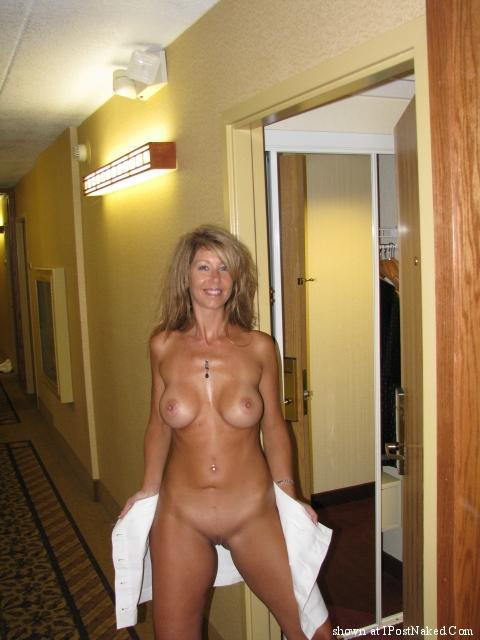 smokin hot nude wife